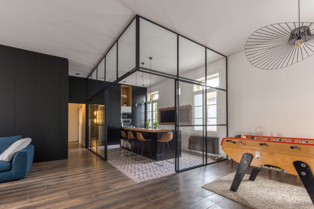 mid-century apartment is located in Montpellier, France